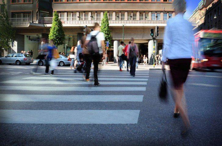 Wer als Fußgänger alkoholisiert im Straßenverkehr unterwegs ist, gefährdet sich und andere.