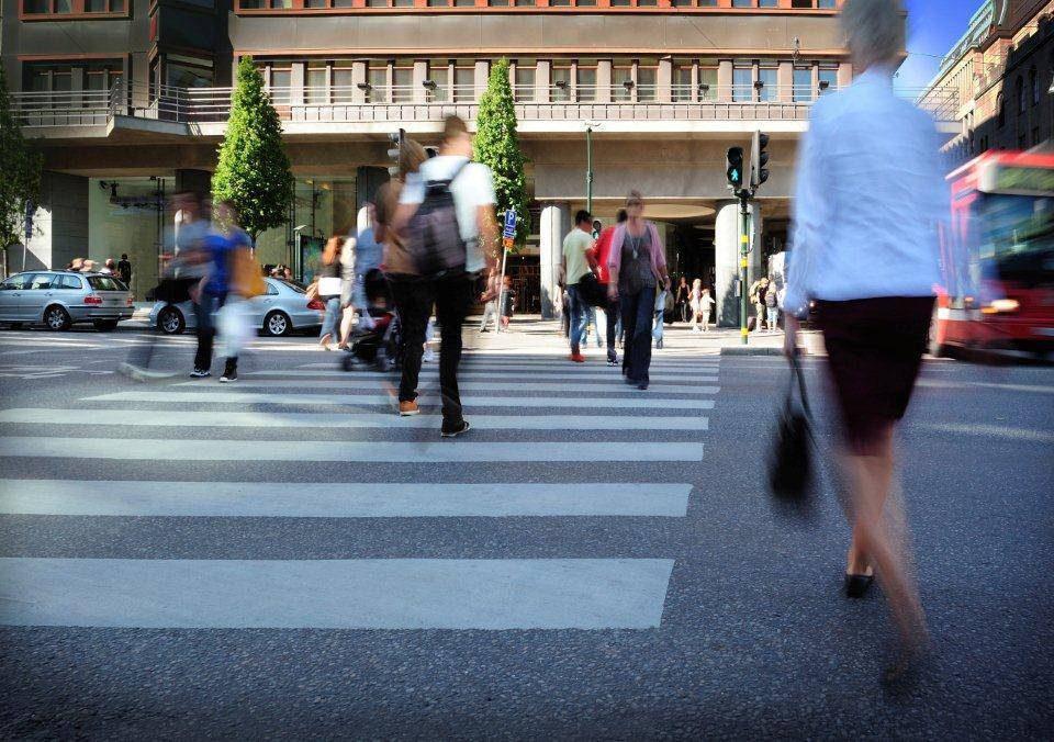 Wer aks Fußgänger alkoholisiert im Straßenverkehr unterwegs ist, gefährdet sich und andere.