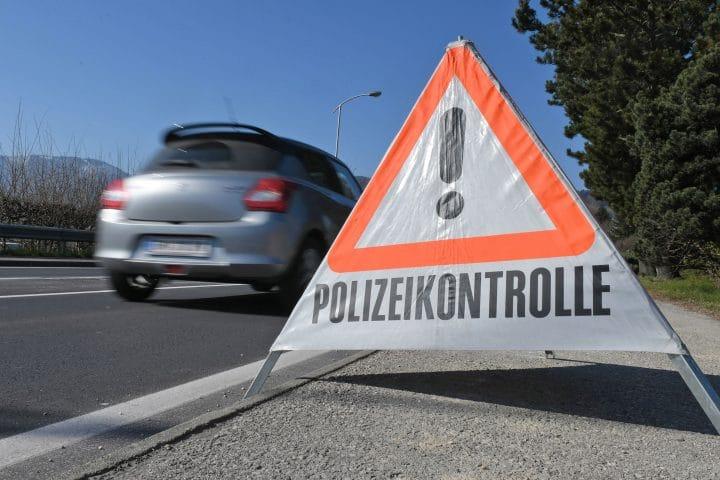 Die Polizei kontrolliert Verkehrsauffälligkeiten, die im Führerschein-Vormerksystem aufgelistet sind.